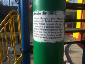 Dintr-un articol pe blog pe stîlpii dintr-un parc