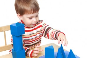Copilul trebuie să învețe să se joace și singur
