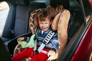 Copilul meu nu stă în scaunul auto!