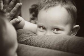 Nu există copii răi, există doar părinți cu răni vechi