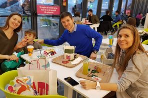 O după-amiază la cumpărături în familie (video)
