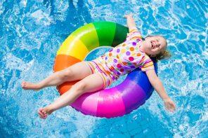 Siguranța copiilor în apă: stați cu ochii pe ei mereu și nu le oferiți accesorii periculoase