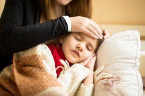 Se îmbolnăvesc mai mult copiii din zilele noastre? Și de ce mulți medici români dau tratamente atât de complicate?