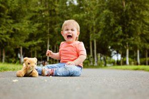 Când îi spun NU, copilul se supără tare. Ar trebui să mă răzgândesc? Nu!