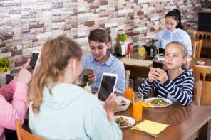 Copiii erei digitale: efecte pozitive și negative ale accesului la tehnologie, limite și cooperare (carte pentru părinți)