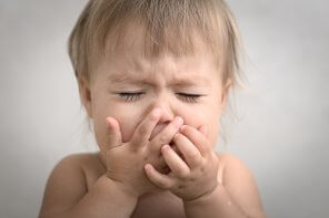 Dragă mamă care nu-și poate auzi copilul plângând