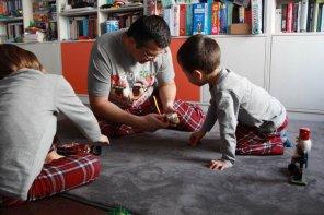 Ce se mai întâmplă pe la noi pe-acasă în așteptarea Crăciunului(P)