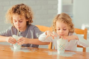 Laptele pentru copii de la Starbucks și micile accidente care vin cu el