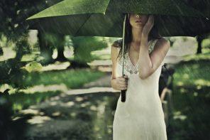 Umbrela cu surprize intime