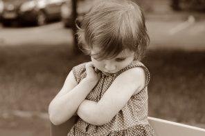 Copilul meu nu e sociabil și am învățat să accept și să iubesc asta!